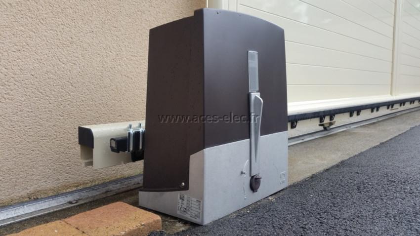 Système domotique : kit Motorisation portail coulissant équipé de feu clignotant, télécommande portail 433 Mhz et photocellules