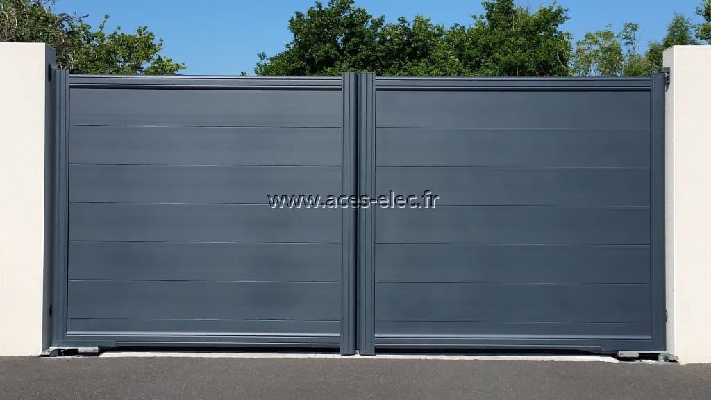 Installation de Portail battant 2 vantaux plein aluminium, motorisation enterrée et portier vidéo à écran tactile