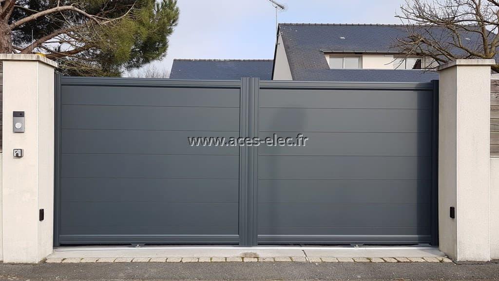 Cholet (49300) : Portail sur mesure cholet : coulissant aluminium gris anthracite sablé RAL 7016 à lames larges, motorisation CAME et portier vidéo tactile