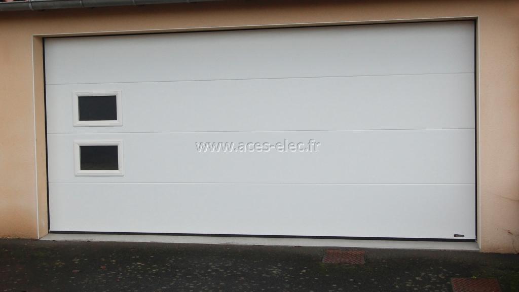 Pose d'une porte sectionnelle sous-plafond motorisée Mortagne sur sèvre