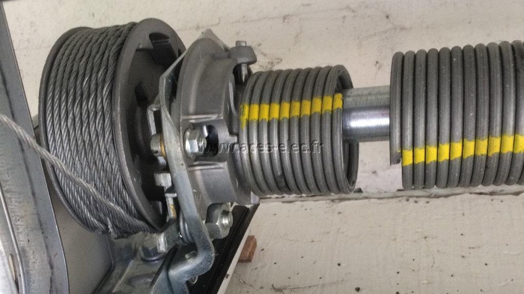 Remplacement d'un kit de ressort, de câble de traction sur porte de garage sectionnelle sous plafond électrique