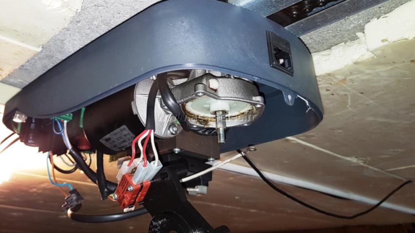 Réparation d'une motorisation de porte de garage